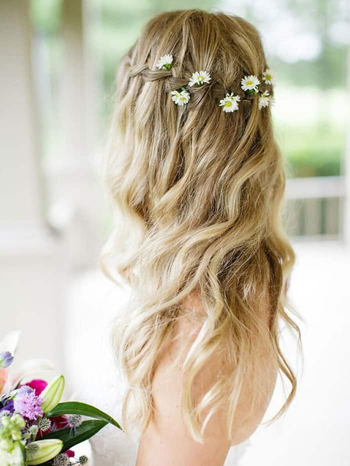 Simple y con estilo peinados con flores en el pelo Galeria De Cortes De Cabello Estilo - Peinados con cabello suelto para novias | Tu Boda Perfecta